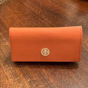 Tory Burch Orange and Gold Glasses Case 🕶⭐️☀️